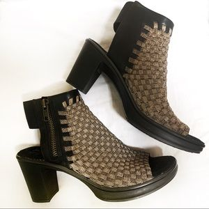 Steve Madden ( Encino ) peep toe sandals